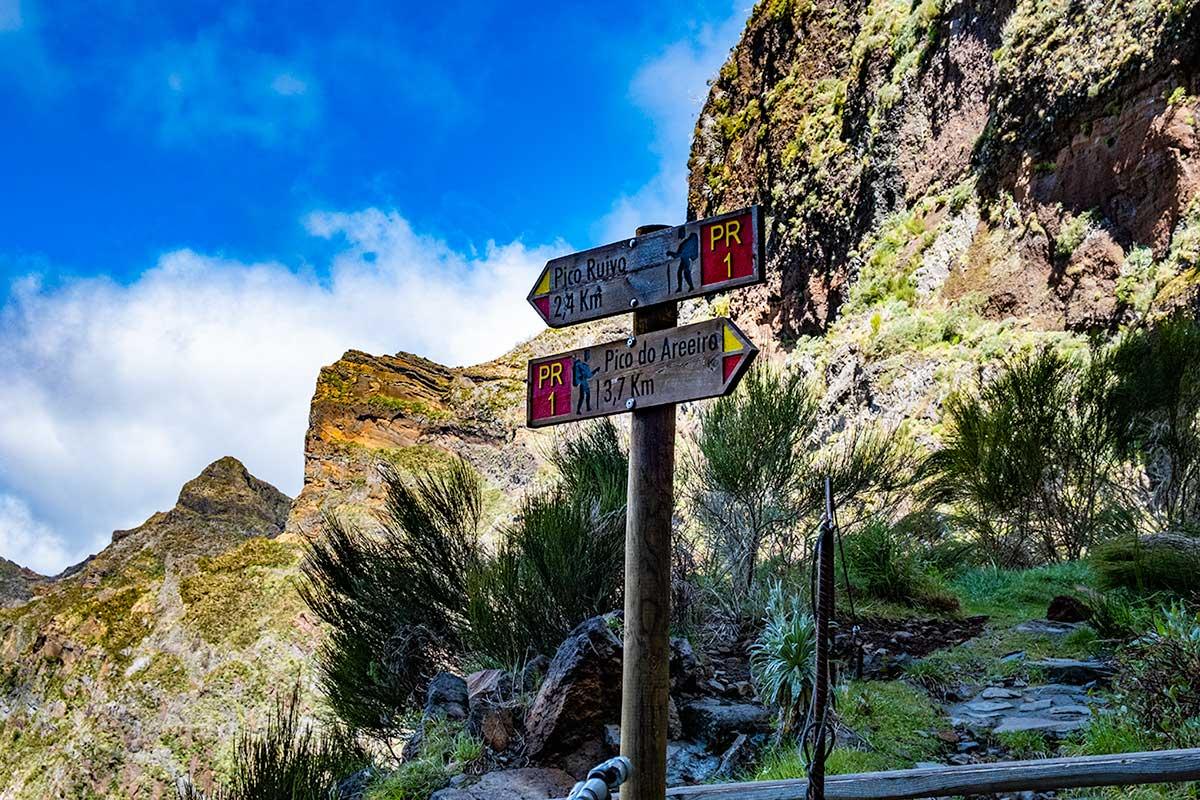 Hike from Pico Aireiro to Pico Ruivo