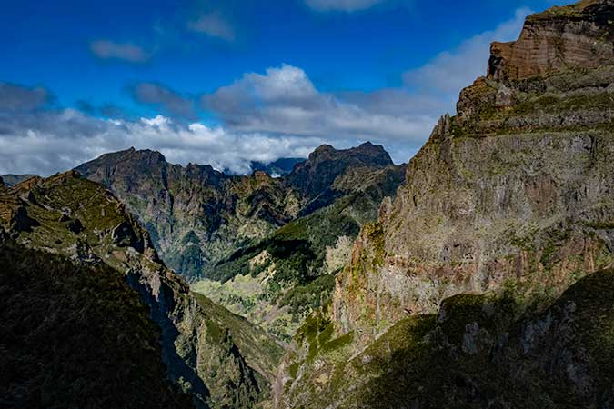 Hike from Pico Aireiro to Pico Ruivo - View from Ninho da Manta