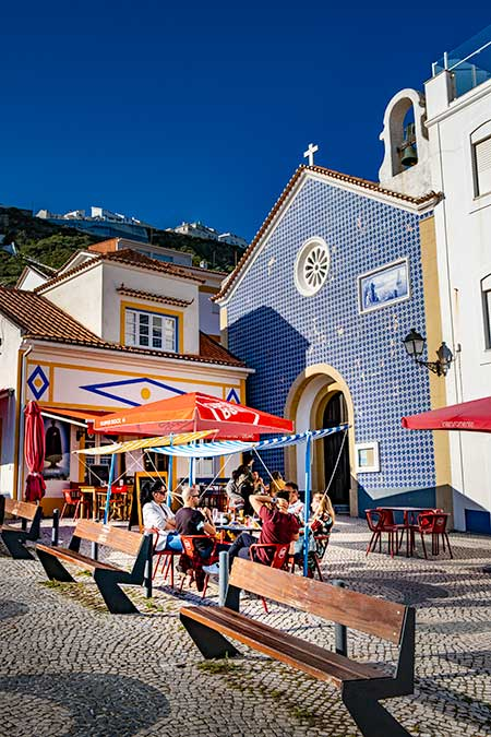https://www.patisjourneywithin.com/nazare-portugues-town-where-magic-happens/