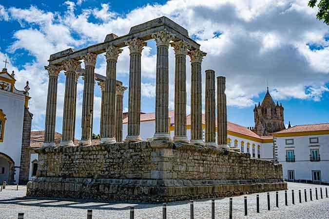 Best day trips from Lisbon / Evora